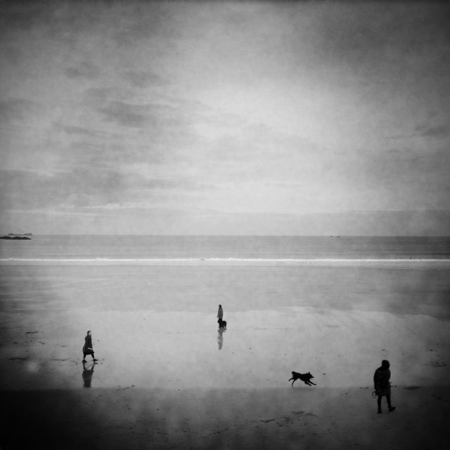 The trio on the beach, Saint-Malo, Brittany. On the beach, you can also have a look that is inspired by streetphotography. Here, these walkers and their dogs have made a triangle pointed at the horizon, amazing !