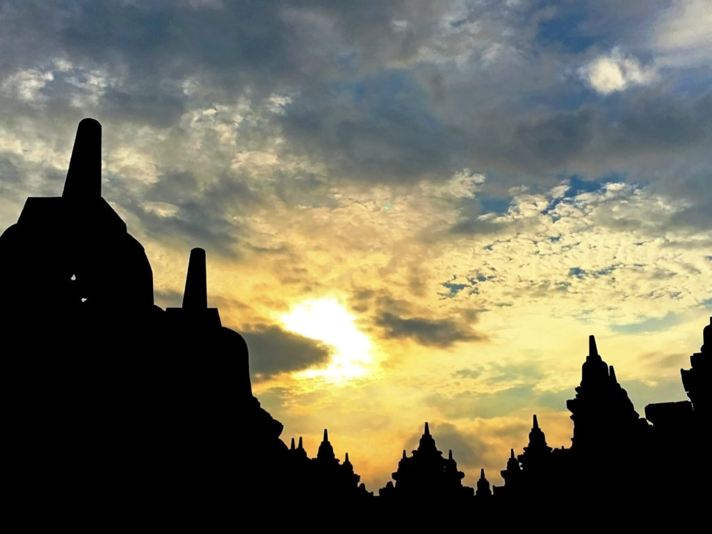 Borobudur Sunrise by @simranvues