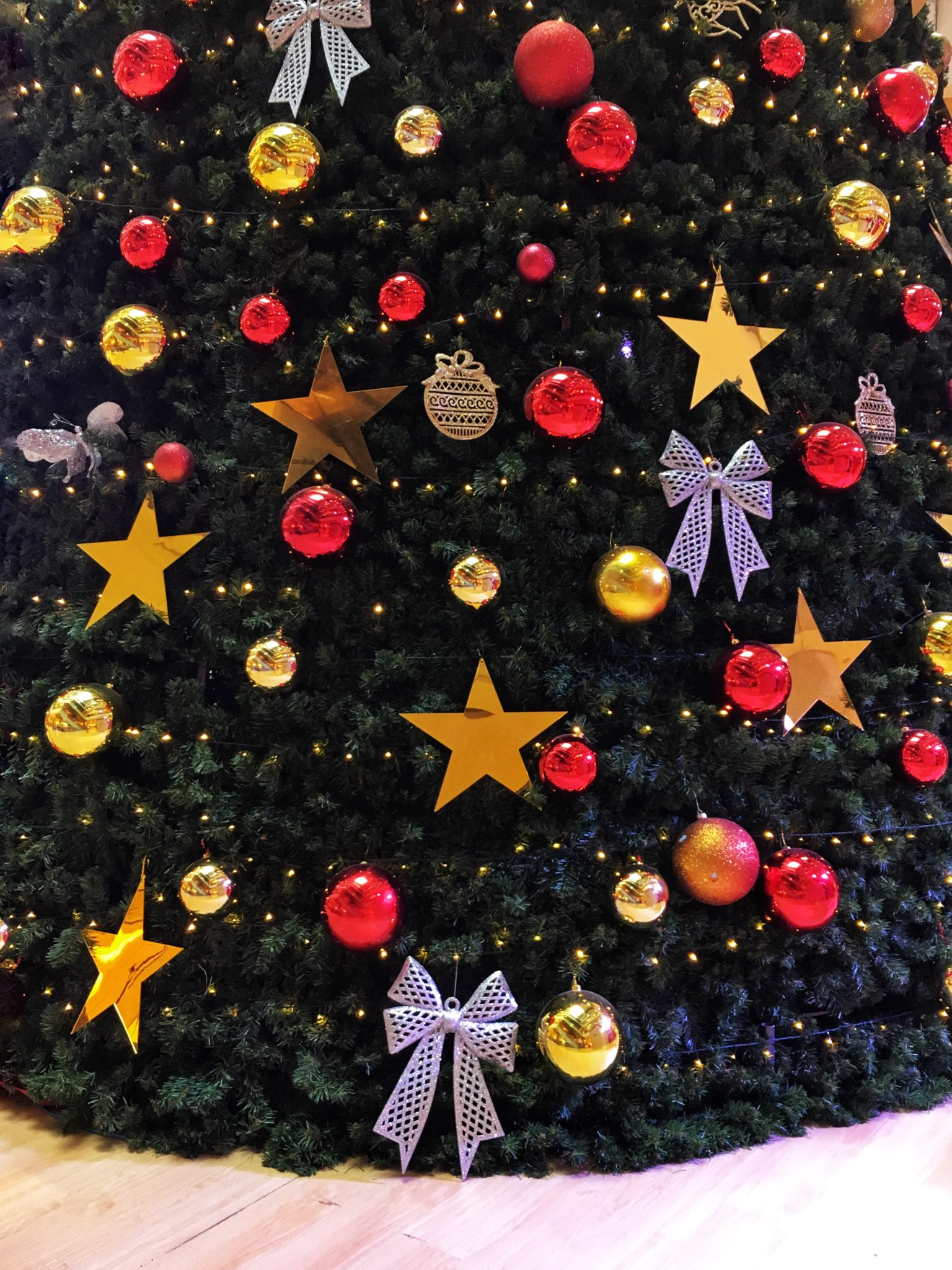 Colourful Christmas Decor by @simranvues